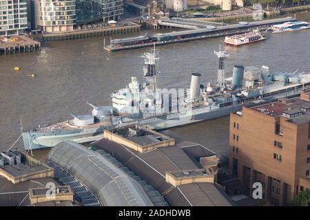 Imperial War Museum, cuirassé HMS Belfast, amarré dans le bassin de Londres sur la Tamise à Londres, en Angleterre. Banque D'Images