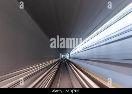Blurred Motion Voyager en train sur tunnel