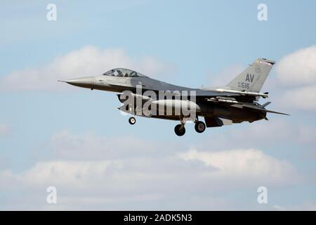 Lockheed Martin F-16C Fighting Falcon, 88-0516 de la 31e Escadre de chasse, 510th Fighter Squadron, queue, USAFE code 'AV' à Aviano AB, Italie