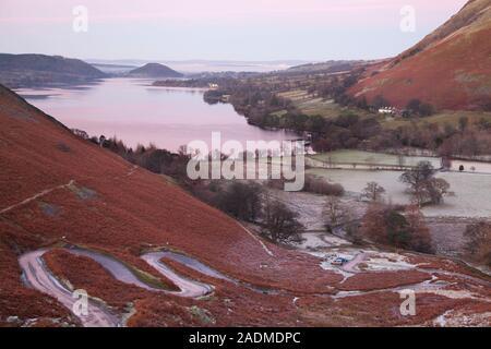 Coucher de soleil sur Ullswater, dans le Lake District Banque D'Images