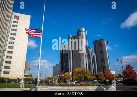 GM Renaissance Center, un groupe de sept gratte-ciel sur l'interconnexion internationale Detroit Riverfront et c'est le quartier général de General Motors