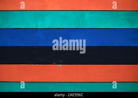 Planches horizontales multicolores comme arrière-plan ou en toile de fond. Banque D'Images