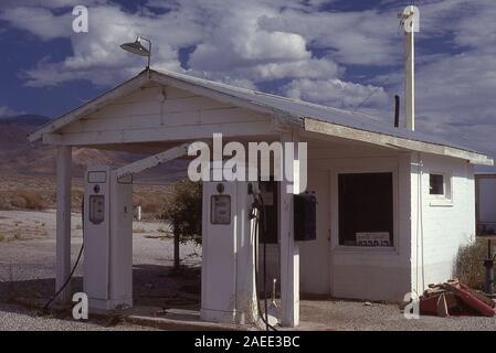 Vieille Station d'essence dans la région de Keeler Californie Banque D'Images