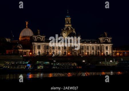 Vue imprenable sur Dresde la nuit Banque D'Images