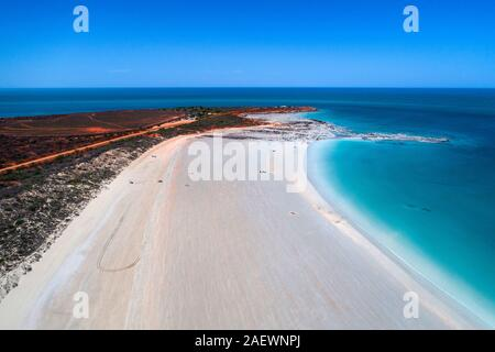 Vue aérienne de la plage de sable de Gantheaume Point, Broome, Australie occidentale, Kimberley Ouest Banque D'Images