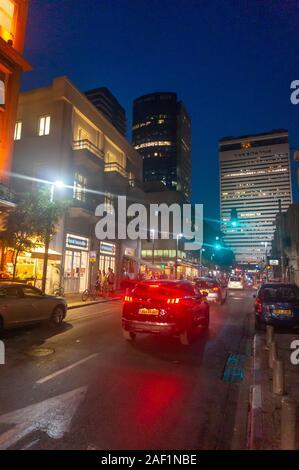 Tel Aviv by night. Les zones de vie nocturne à Tel-Aviv, l'Avenue Rothschild Banque D'Images