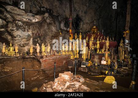 Grottes de Pak Ou la grotte de Tham Ting et Tham inférieur La grotte supérieure Theung sont grottes surplombant la rive du Mékong sont connus pour leurs sculptures Bouddha miniature