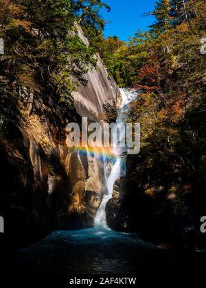 En cascade Sengataki Shosenkyo Gorge, préfecture de Yamanashi, Japon