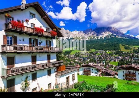 Belle Cortina d'Ampezzo village,vue panoramique,région Veneto,Italie. Banque D'Images