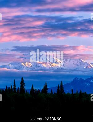 Lever du soleil sur le Mt. McKinley, l'Alaska. Banque D'Images