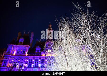 Hôtel de Ville de Paris dans la nuit de Noël