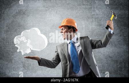 Furious businessman va crash glass cloud Banque D'Images