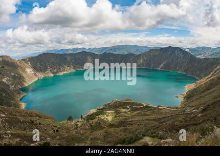 Le lac dans la caldeira du volcan Quilotoa en Equateur. Banque D'Images