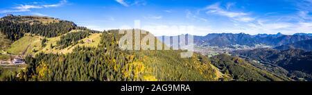 Brauneck mountain à l'automne. Panorama de l'antenne. Augsburg, Bavière, Allemagne. Nouveau Téléski Schroedlestein Banque D'Images