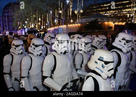 Londres, Royaume-Uni. Dec 18, 2019. Stormtroopers assister à la guerre des étoiles, la montée de Skywalker premiere, la neuvième tranche de la franchise Star Wars, au Cineworld Leicester Square Londres, ROYAUME UNI - 18 décembre 2019 Crédit: Nils Jorgensen/Alamy Live News Banque D'Images
