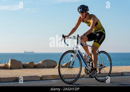 La concurrence dans l'athlète de triathlon 2019 Mediterranea à Alicante, Espagne, Europe Banque D'Images