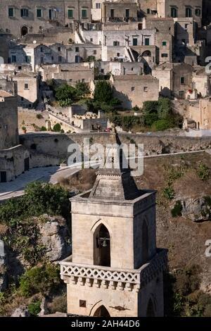L'Italie, la Basilicate, Matera, vue de la vieille ville de San Pietro le Dodici Lune bell tower