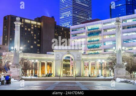 Denver, Colorado, USA Centre-ville cityscape in Civic Center park au crépuscule. Banque D'Images