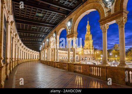 Plaza de España à Séville, Andalousie, Espagne la nuit Banque D'Images