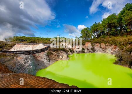 Zone géothermique Waiotapu. Rotorua Nouvelle Zélande. Baignoire du diable