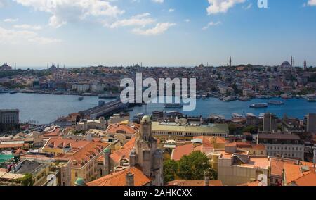 Istanbul, Turkey-September 9e 2019. Vue d'Istanbul de la tour de Galata Beyoglu en regardant vers le pont de Galata et Fatih, à proximité de Mosquée de Suleymaniye