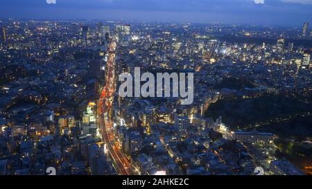 La route 3 shuto expressway à partir de la tour mori au Crépuscule à Tokyo Banque D'Images