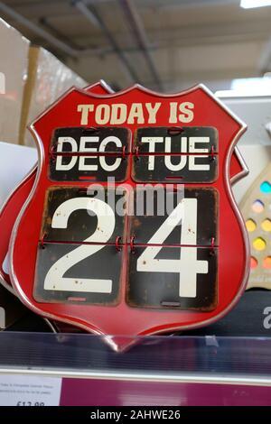 Bouclier,mur,calendrier,Noël,veille,date,24,décembre,aujourd'hui,est, Banque D'Images