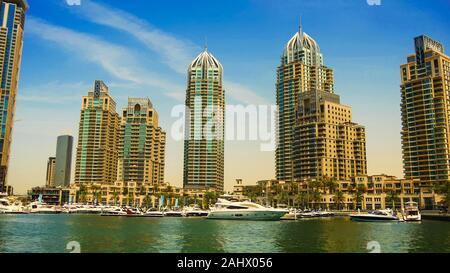 Dubai vue sur l'horizon de la mer. Photo prise 17.05.2017 à Dubaï, Émirats Arabes Unis Banque D'Images