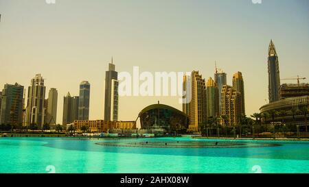 Dubaï, Émirats arabes unis Emirats Arabes Unis. Ville de gratte-ciel, la marina de Dubaï dans la journée ensoleillée Banque D'Images