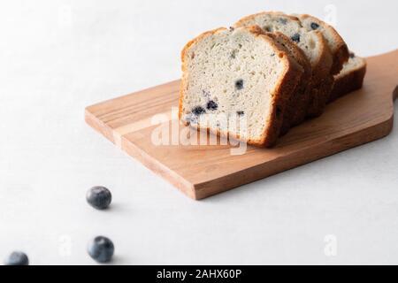 Muffin aux bleuets Pain pain en tranches de gâteau Banque D'Images