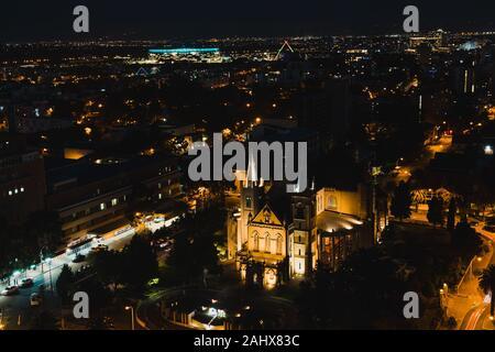 PERTH, AUSTRALIE - Décembre 24th, 2019: la ville de Perth CBD par nuit d'en haut Banque D'Images