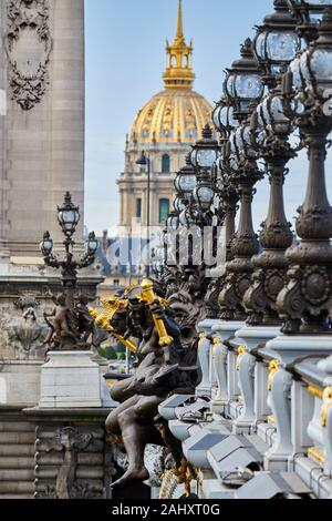 Le Pont Alexandre III, l'Hôtel des Invalides, Paris, France