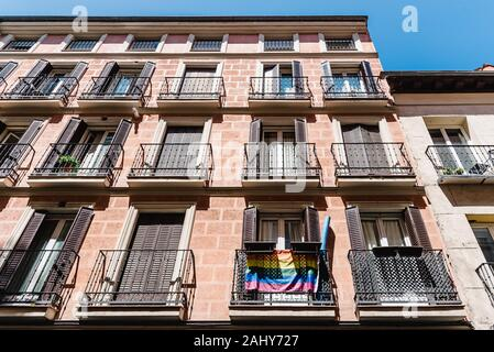 Paysage urbain de quartier Malasana à Madrid. Malasana est l'un des quartiers les plus branchés de la ville.