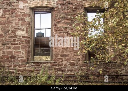 L'extérieur du complexe industriel abandonné. L'extérieur de l'immeuble abandonné au parc historique national de Keweenaw. Banque D'Images