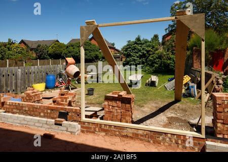 Un projet d'extension arrière partiellement construite sur une maison dans Cheshire UK Banque D'Images