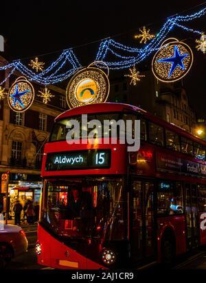 Christmnas et London Bus avenue shaftsbury allume les feux de nuit du Nouvel An 2020 Londres