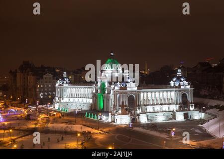Palace d'agriculteurs, Ministère de l'Agriculture et de l'alimentation de la République du Tatarstan à Kazan. Monument moderne de ville sur soirée d'hiver avec nuit illuminati