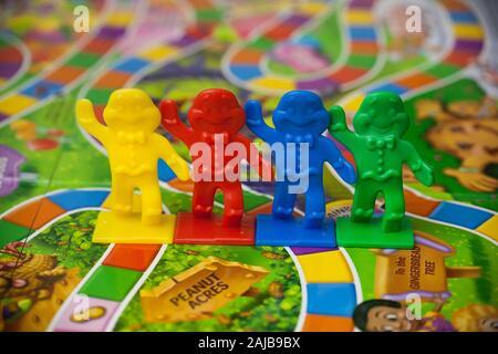 Woodbridge, NJ - 3 janvier 2020: Une vue rapprochée de la famille classique jeu de société, Candy Land.