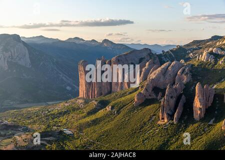 Mallos de Riglos, un ensemble de formations de roches conglomérées en Espagne Banque D'Images
