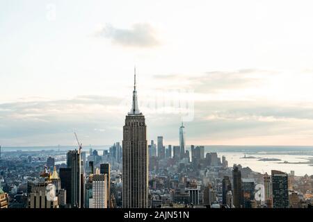 Vue sur l'Empire State Building du haut de l'édifice Rock