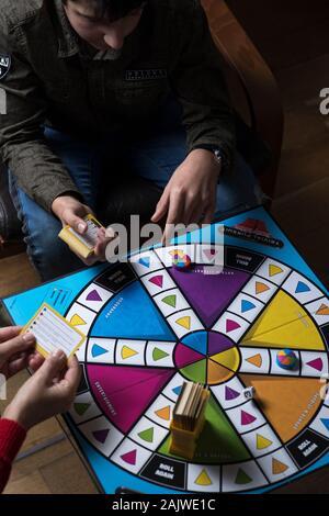 Jouer jeu de société trivial pursuit