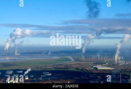 La dérive de fumée polluantes au sud en hiver, soleil de Fiddlers Ferry Coal Power Station, Merseyside, North West England, UK