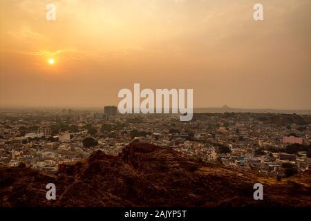 Jodhpur ( aussi ville bleue) est la deuxième plus grande ville de l'état indien du Rajasthan et officiellement la deuxième agglomération de la ville de l'état. Banque D'Images