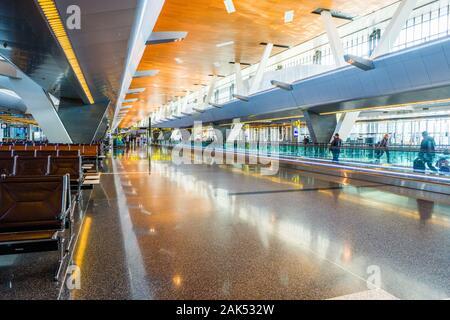 Intérieur du terminal des départs internationaux, l'Aéroport International Hamad, au Qatar