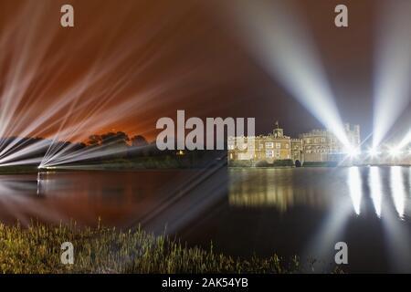 Maidstone: Feuerwerk auf Leeds Castle, Suedengland dans le monde d'utilisation   Banque D'Images
