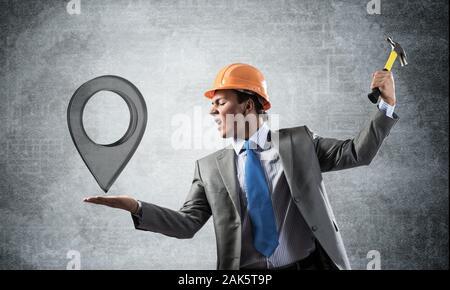 Businessman va verre crash pointeur pin Banque D'Images