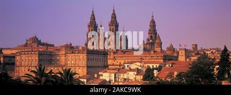 Dans un paysage urbain, la cathédrale de Saint Jacques de Compostelle, La Corogne, Galice, Espagne