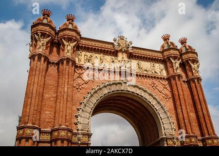 1888 L'Arc de Triomf de Barcelone sur l'avenue Passeig de Lluís Companys. Conçu par l'architecte Josep Vilaseca i Casanovas. Entrée du Salon mondial. Banque D'Images