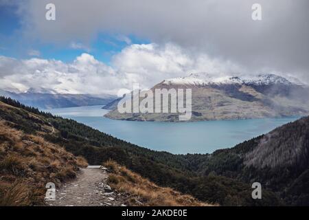 Vue sur le lac Wakatipu depuis le sentier Ben Lomond, Queenstown, Nouvelle-Zélande Banque D'Images