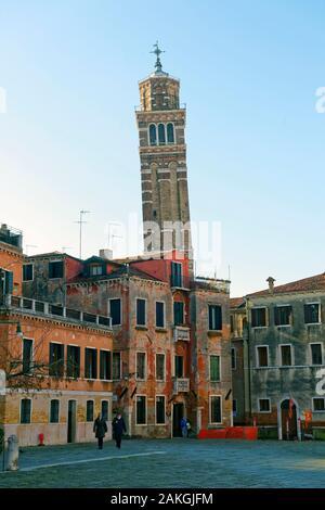 L'Italie, Vénétie, Venise, inscrite au Patrimoine Mondial de l'UNESCO, quartier de San Marco, Campo Sant'Angelo (Campo Sant'Anzolo) et l'église Santo Stefano Banque D'Images